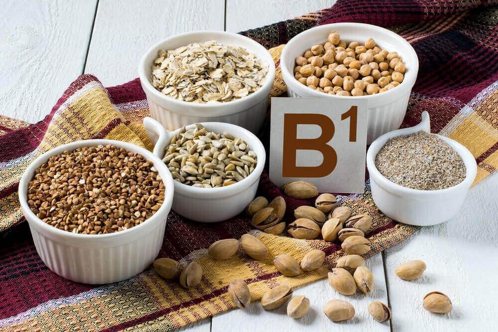 як застосувати вітамін B1 для відлякування комарів