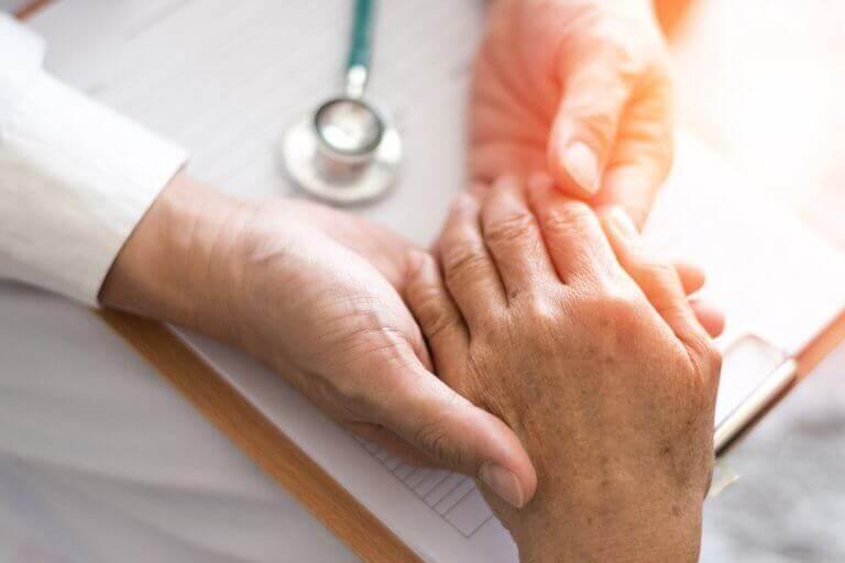 Як боротися з артритом за допомогою природних засобів