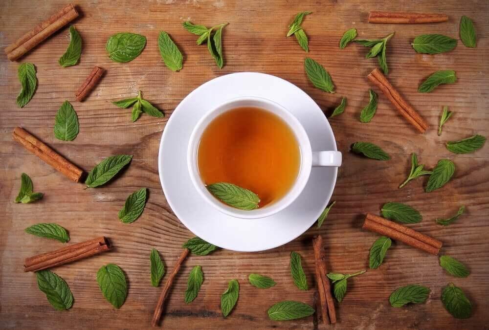 Чай для схуднення з корицею та медом