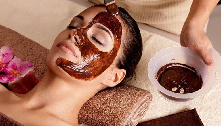 Регулярно робіть маски для обличчя в період менопаузи