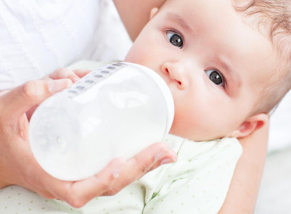 навіщо будити немовля для годування