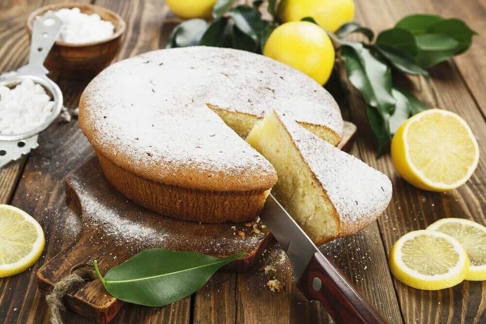 Навчіться готувати смачний пиріг з лимонним кремом