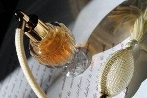 4 ідеї, як використати старі пляшки від парфумів