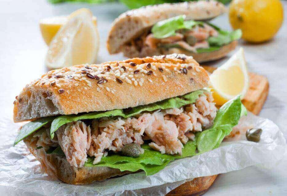 поживний сендвіч із тунцем