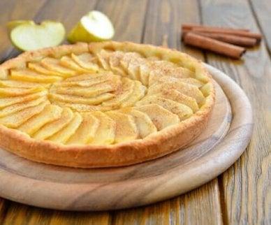 простий домашній яблучний пиріг