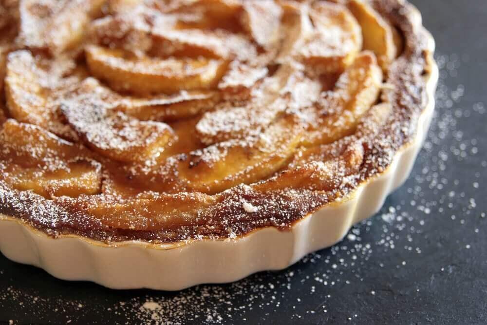 Як приготувати домашній яблучний пиріг: 4 рецепти