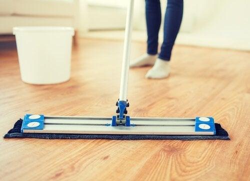 5 засобів, щоб дерев'яна підлога знову блищала