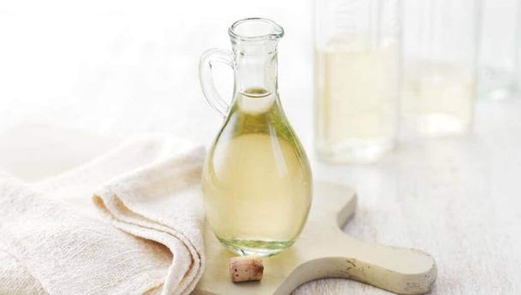 білий оцет та оливкова олія