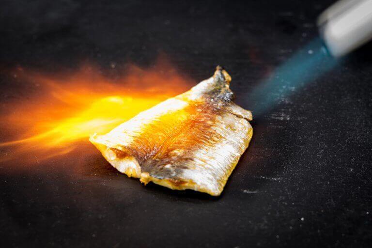 Приготування гратену із застосуванням кухонного факелу