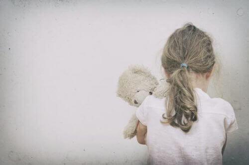 дитяча прив'язаність і самооцінка