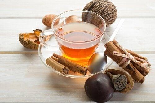 чай з корицею, щоб прискорити обмін речовин