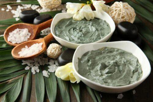 Приготування крему для пружності шкіри з глини та кави