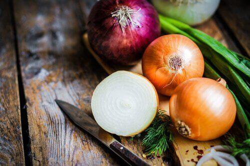 збагачені кальцієм продукти: цибуля