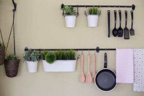 4 дешеві способи зробити кухонні полиці
