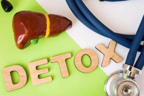 Усе, що вам потрібно знати про детокс-дієти для печінки