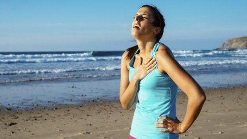 проблеми з диханням через носіння тісного одягу