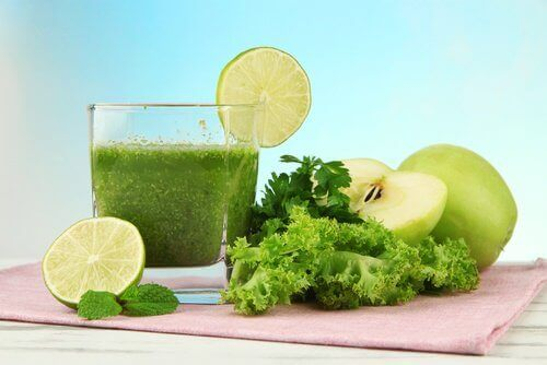 зелений смузі з кокосовою олією