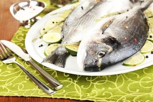 збагачені білками продукти: м'ясо та риба