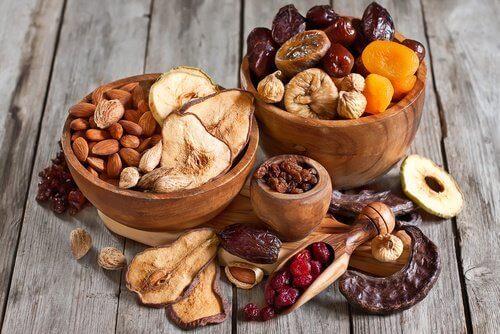 корисні горіхи та сухофрукти