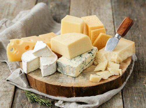 збагачені кальцієм молочні продукти та сири