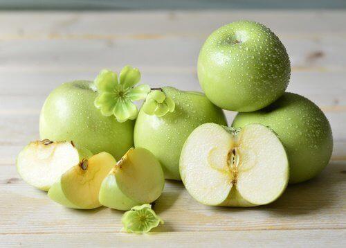 яблука, щоб зволожувати шкіру