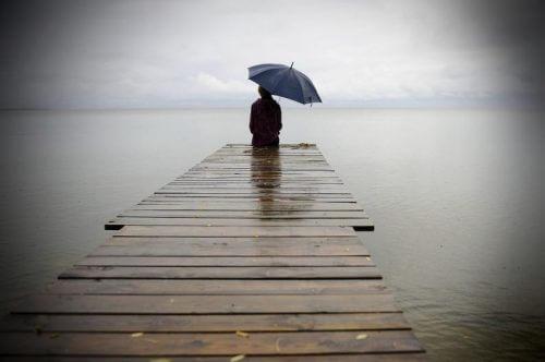 Бути наодинці важко, але біль загоїть рани