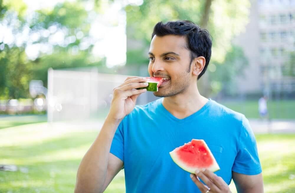 поради для схуднення: повільне пережовування їжі