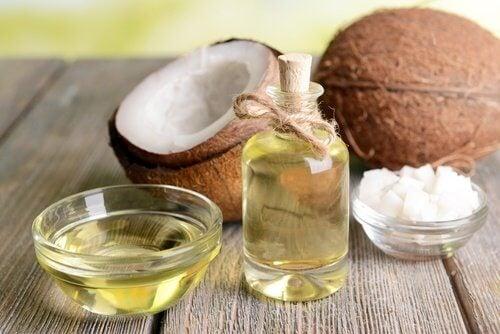 як освітлити плями за допомогою кокосової олії