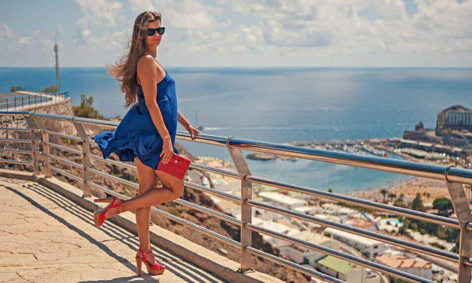 як підібрати взуття до короткої сукні