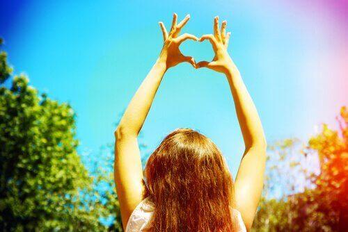 висока самооцінка є запорукою щастя