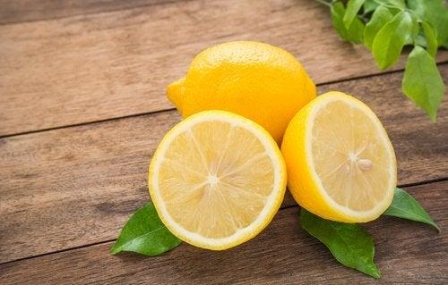 як освітлити пахви за допомогою лимона