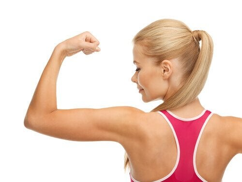 розігрівати м'язи