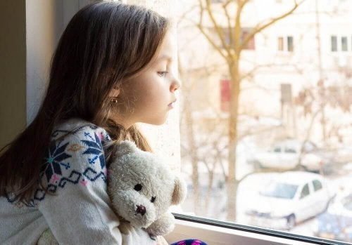 які ознаки має емоційна депривація дітей