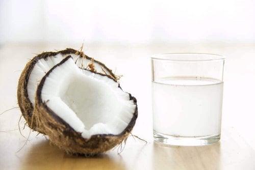 кокосова вода для збільшення рівня тромбоцитів