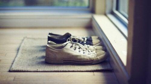 які причини надмірного потіння ніг