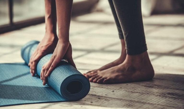 Цікаві пози йоги для негнучких людей