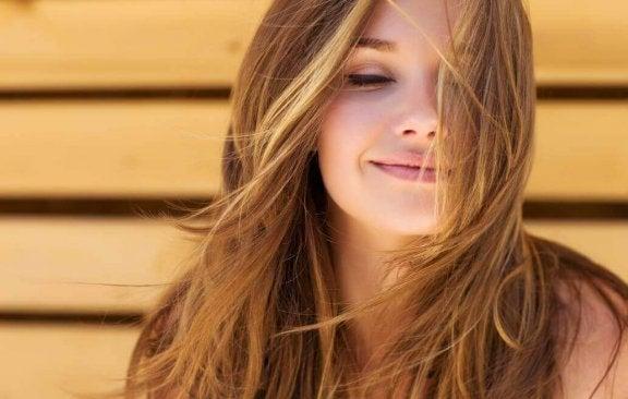 Як позбутися посічених кінчиків і зберегти довжину волосся