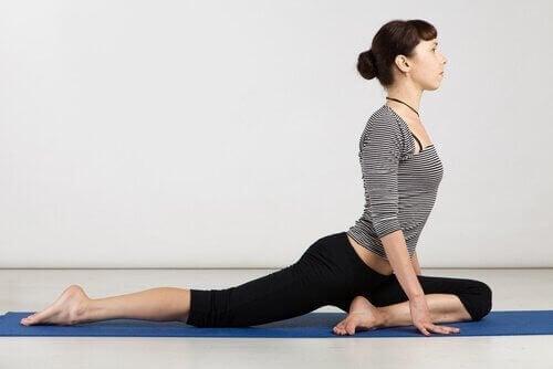 які є пози йоги для негнучких