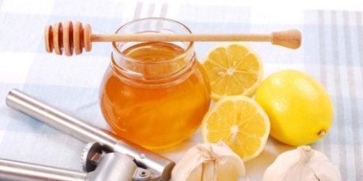 Мед та мигдаль для очищення шкіри