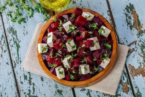 Як приготувати смачний буряковий салат