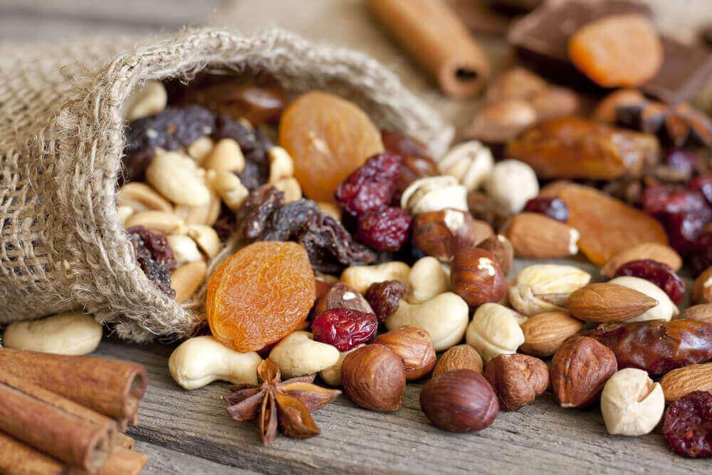 Чому потрібно регулярно вживати горіхи?