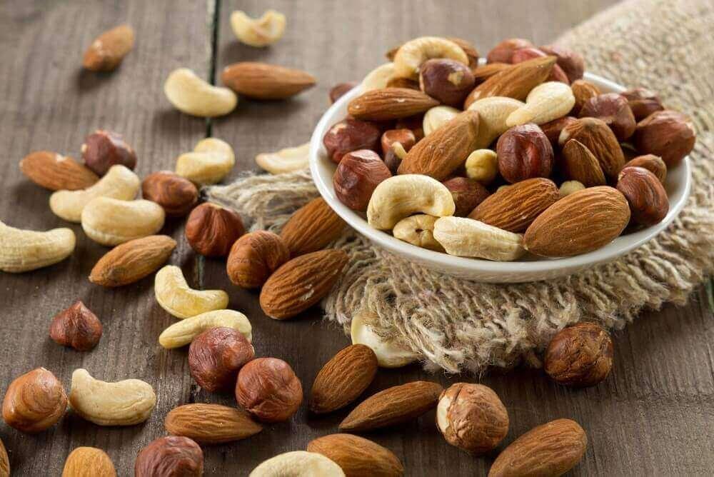 різні види горіхів у щоденному раціоні