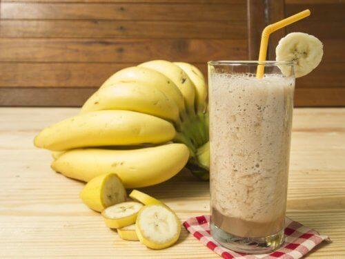 Смузі з вівсяного молока та бананів