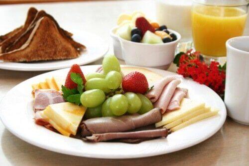 навіщо їсти фрукти на сніданок