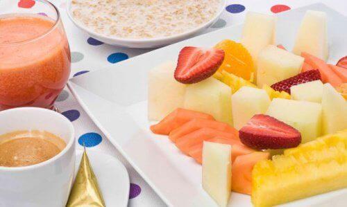 як їсти фрукти на сніданок