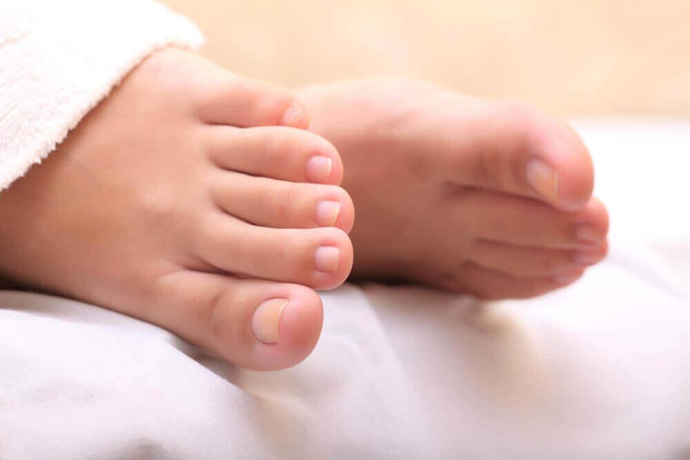 Часник для лікування врослих нігтів. Як його використовувати?
