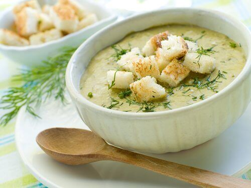 крем-суп з броколі і насінням гарбуза