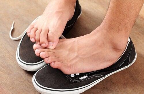 симптоми та методи лікування грибку ступні