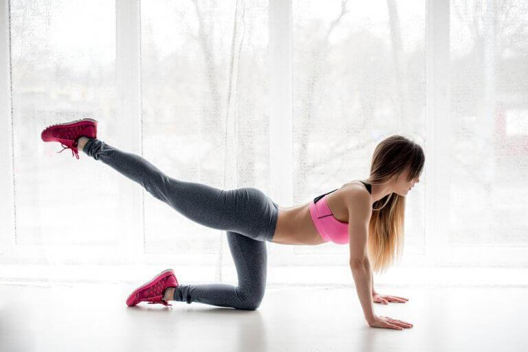 Антицелюлітні вправи, які можна робити вдома