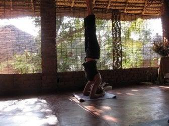 пози з йоги від набрякання ніг